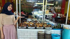 Dipanggil sayang setiap kali menjamu selera, padanlah kedai makan ini selalu penuh dengan pelanggan