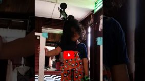 [VIDEO] Kereta terpacak atas kepala….tabah tau adik ni tahan sakit