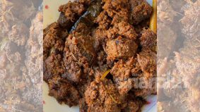 Lain cara masak Kak Yatie ini, ramuan perasa cendawan dalam rendang tok rupanya lagi sedap