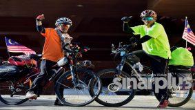 Dua warga emas berbasikal sejauh 1,002 km rentas enam negeri sambut bulan kebangsaan